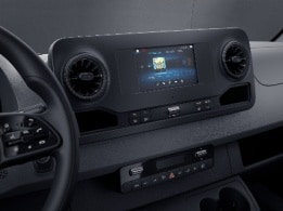 Sprinter Tourer, sistema multimediale MBUX con touchscreen da 7""